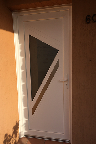 pose de menuiseries-fenetres en alu-portes d'entree-volets roulants-verandas-stores et moustiquaires-menuiseries PVC-fenetres PVC