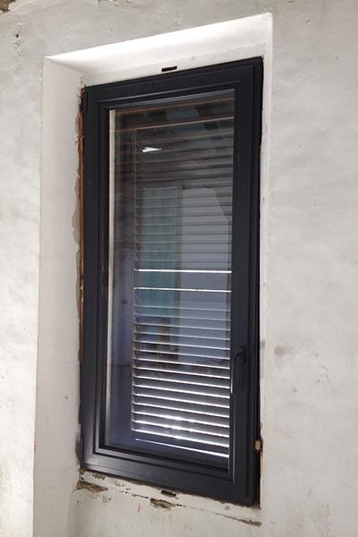 pose de menuiseries - fenetres aluminium-portes d'entree-volets roulants-verandas-stores et moustiquaires-menuiseries PVC-fenetres PVC