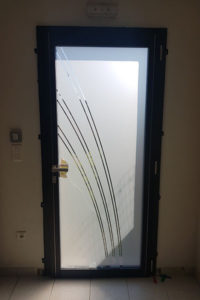 pergolas-portails-pose de menuiseries fos sur mer-fenetres aluminium-portes d'entree-volets roulants-verandas-stores et moustiquaires-menuiseries PVC-fenetres PVC